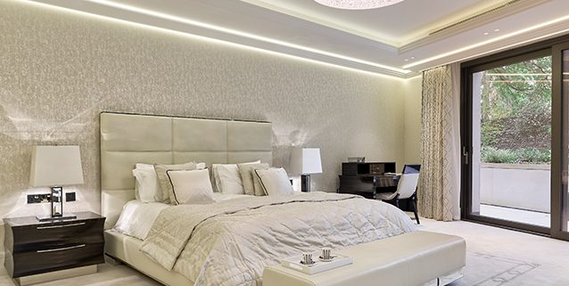 Роскошная спальня в Лондоне, Manooi Crystal Chandeliers
